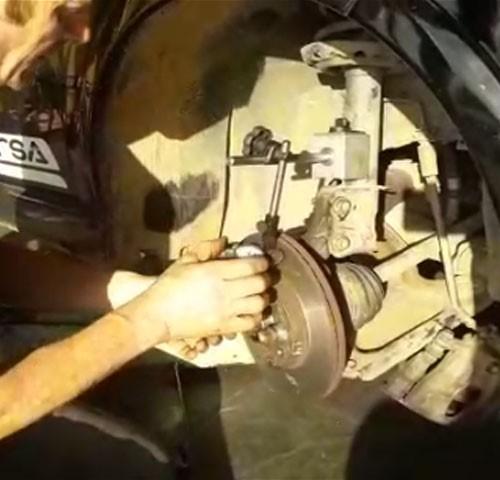 Como confirmar o empenamento do disco de freio e cubo de roda