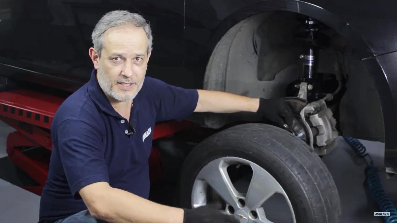 Instalação do amortecedor requer cuidado do reparador e ferramentas adequadas