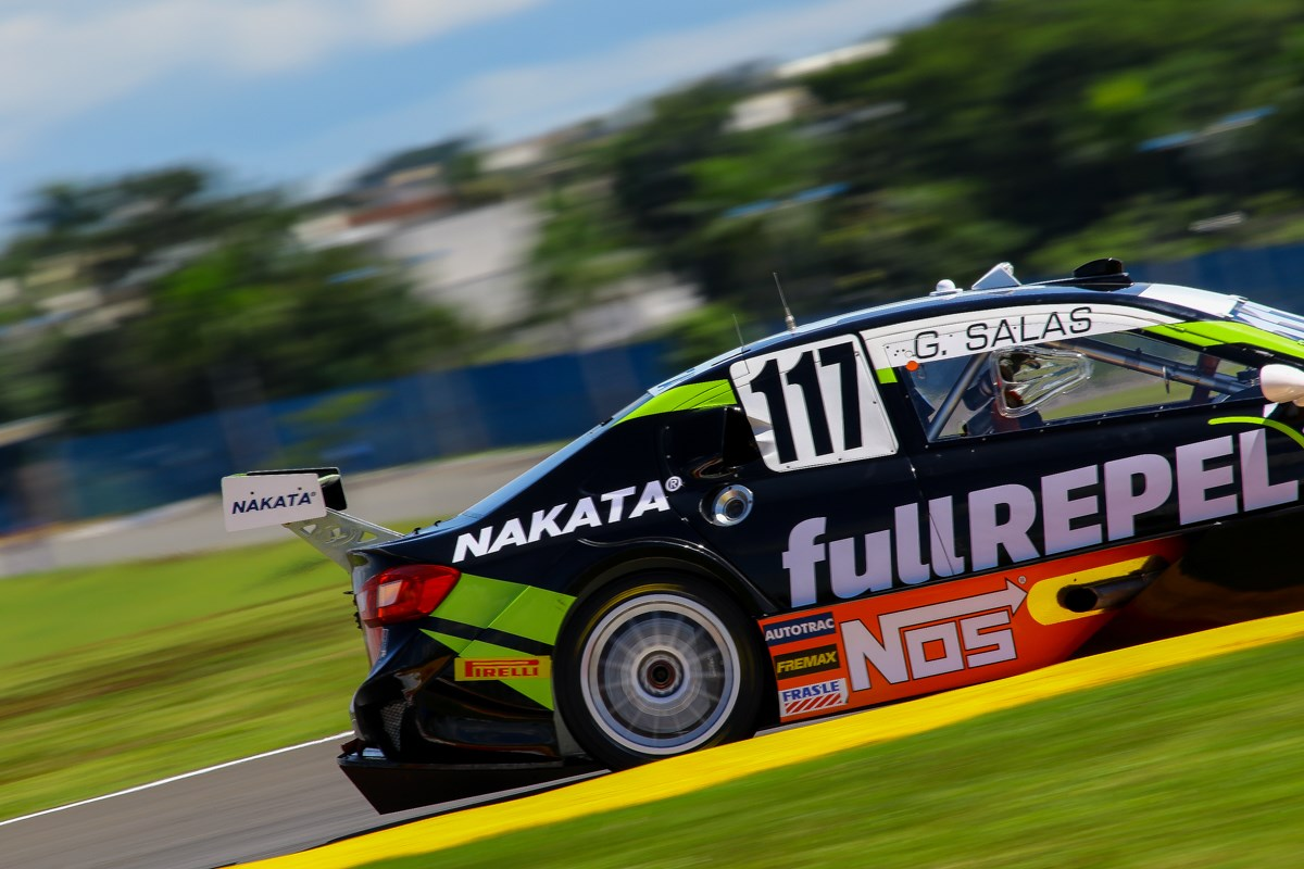 Guilherme Salas, piloto patrocinado pela Nakata, corre pela Stock Car, no dia 1º de outubro