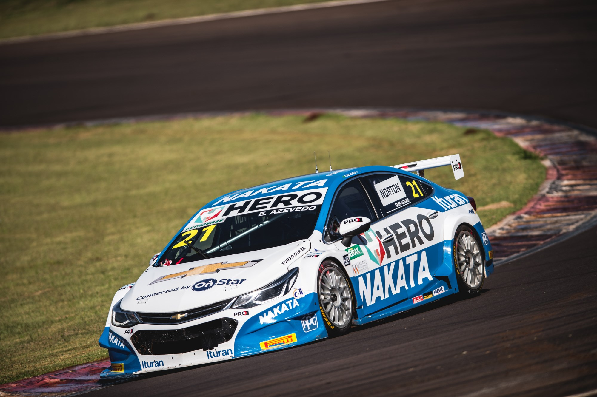 Nonô Figueiredo e Guilherme Salas, pilotos patrocinados pela Nakata, disputam Campeonato Brasileiro de Marcas e Stock Car, neste fim de semana