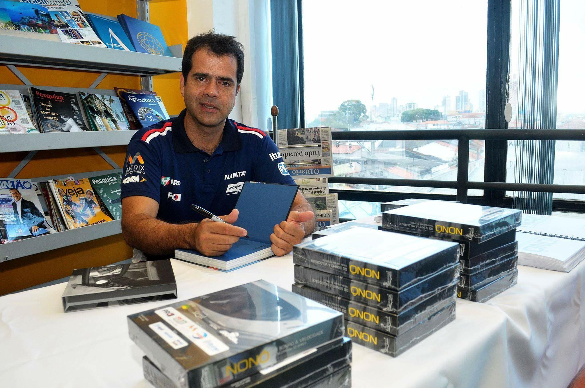 Nakata patrocina livro sobre a história do experiente piloto Nonô Figueiredo