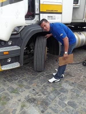 Nakata checa barra de direção dos caminhões, nos dias 25 e 26 de julho, na Castello Branco